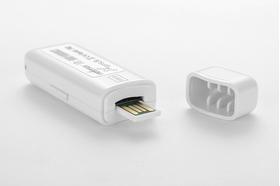 Jums pakanka paprasčiausiai įdėti SIM kortelę ir įjungti GPS – seklį (tracker!!!)